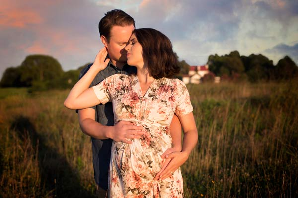 Beautiful Maternity Photos during Sunset