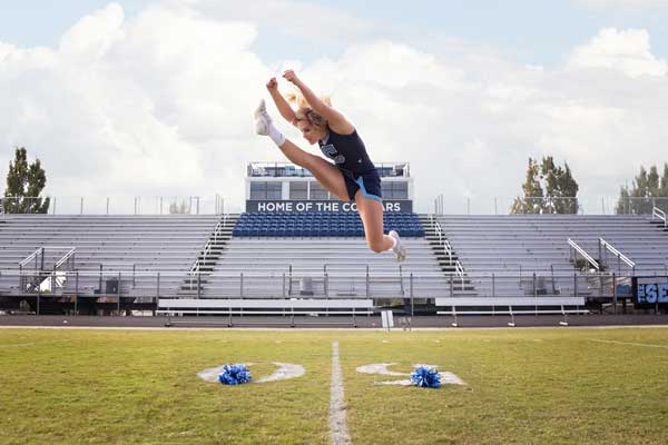 Cheerleader High Jump, Moments by T